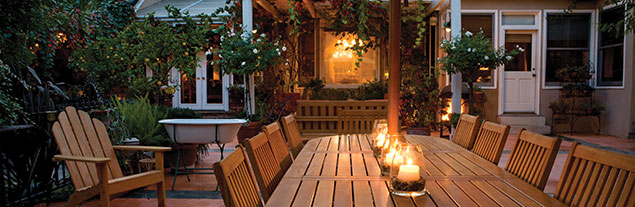 An peaceful outdoor home setting in the evening.
